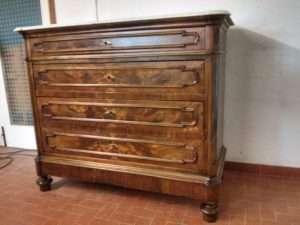 Il restauro di un cassettone Umberto I
