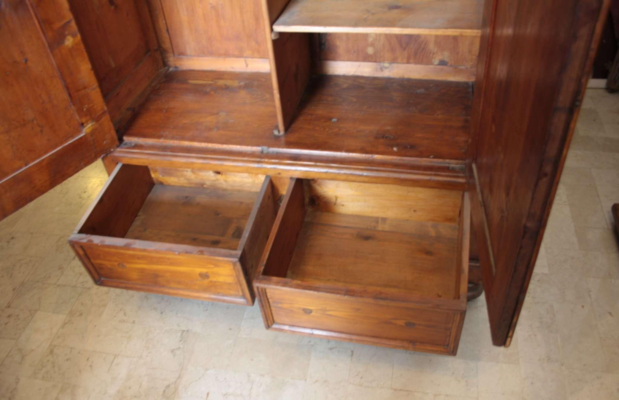 Armadio in legno di conifera Luigi Filippo 1870/1880