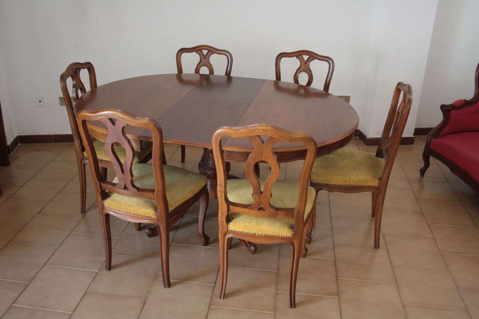 Tavolo ovale allungabile in noce