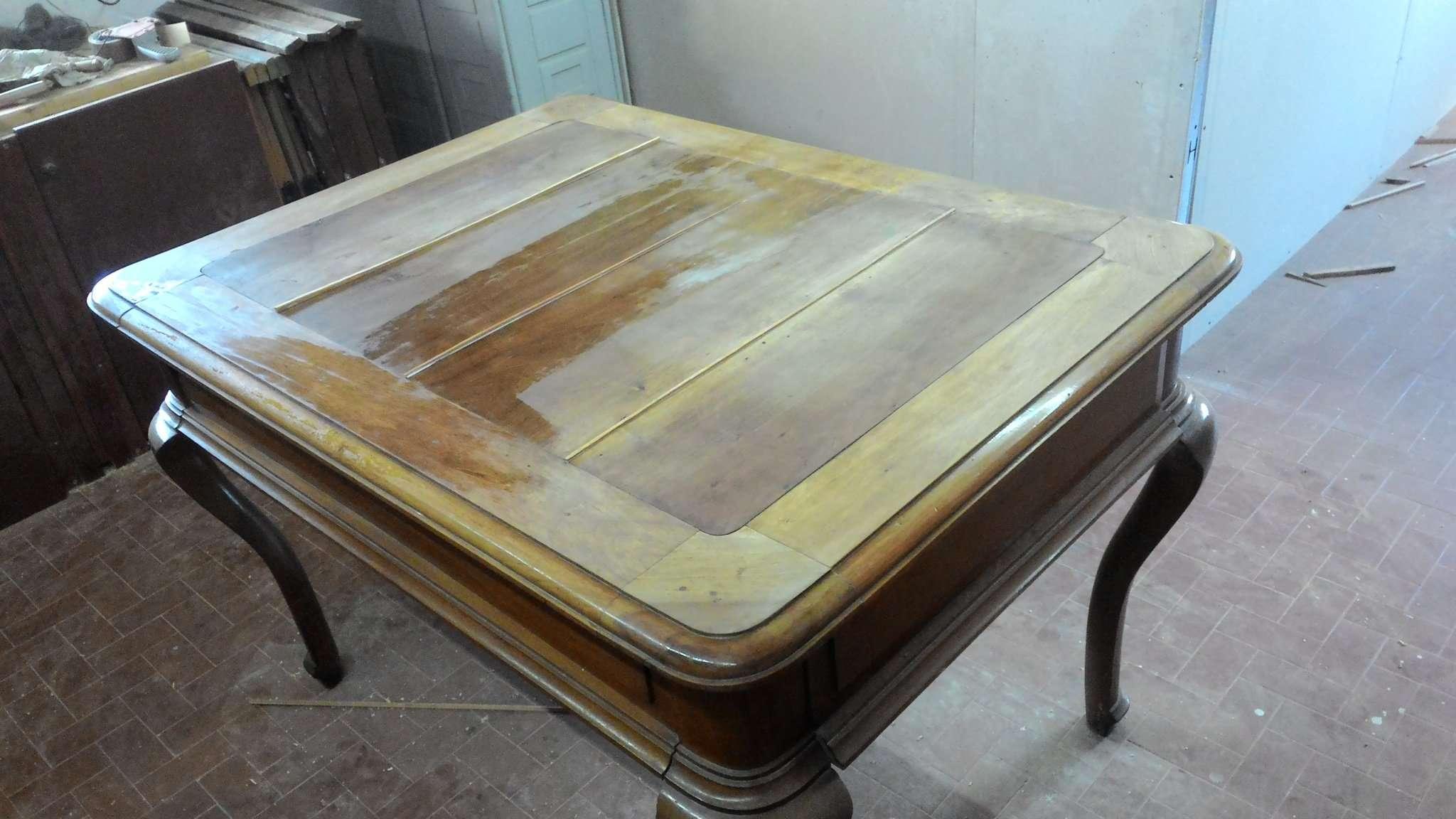 Restauro di un tavolo in noce massello - RestauriRaia.com ...