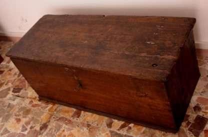 Cassapanca in legno castagno massello, manifattura artigianale, Cilento, Sud Italia, XIX° secolo
