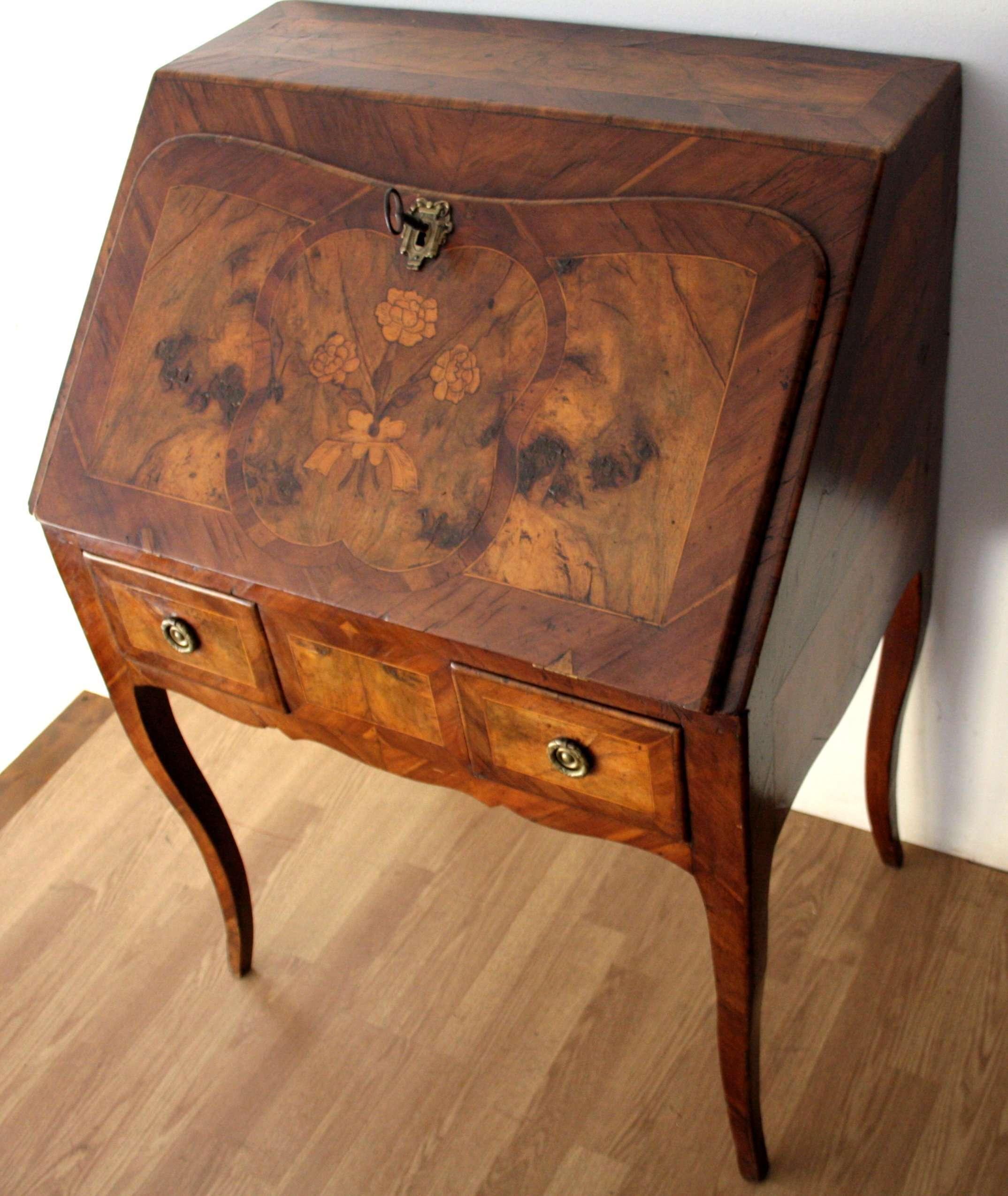 Scrittoio Luigi XV settecentesco di alta qualità in ottime condizioni -  RestauriRaia.com conservazione e restauro di manufatti in legno