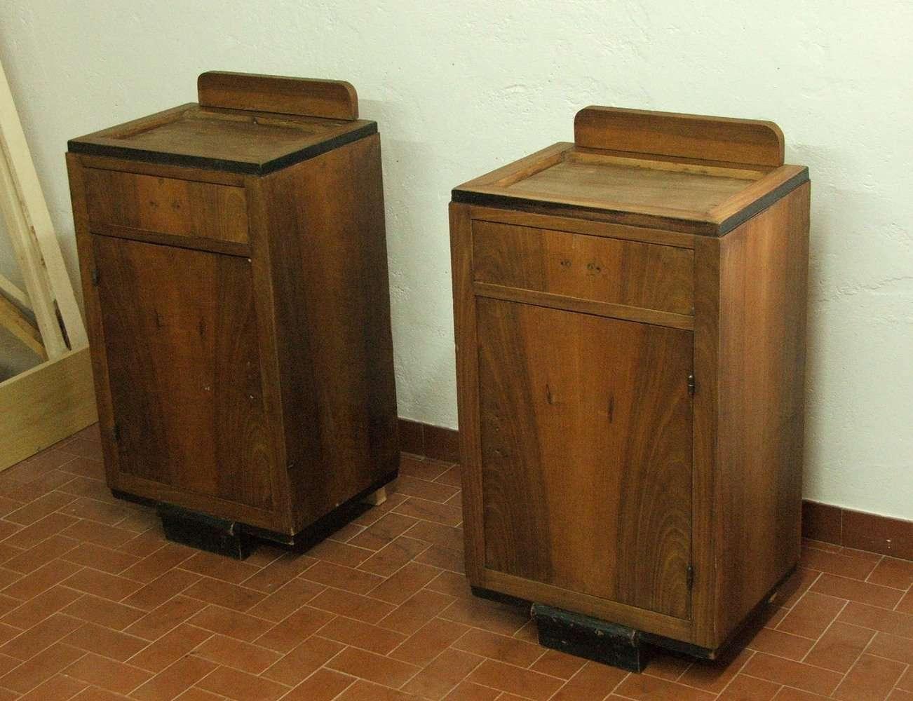 16 comodini impiallacciati in noce tintura piedi conservazione e restauro - Restauro mobili impiallacciati ...