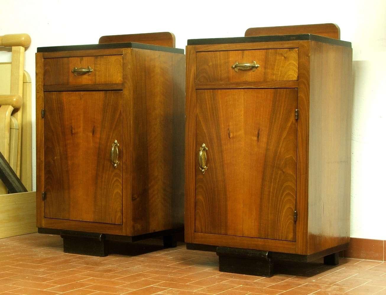 Restauro di una coppia di comodini in noce anni 39 30 - Restauro mobili impiallacciati ...