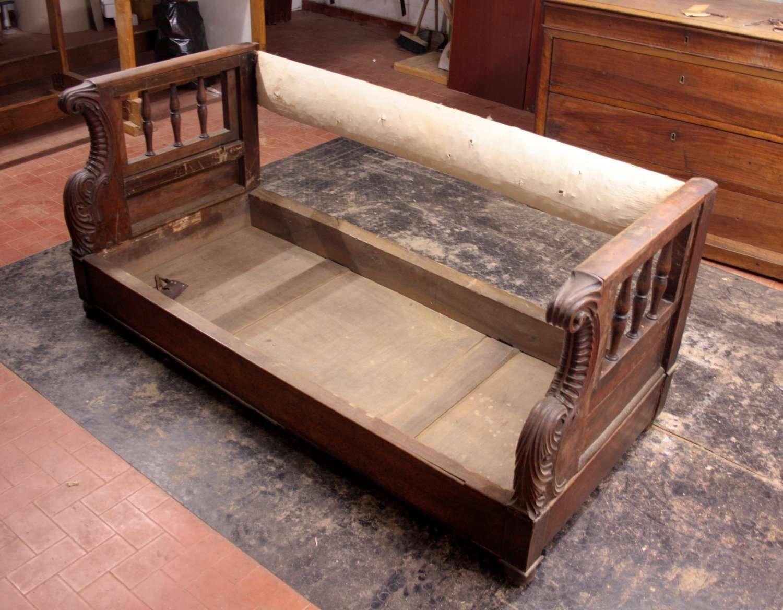 Restauro di una cassapanca divano in noce restauriraia - Cassapanca divano ...
